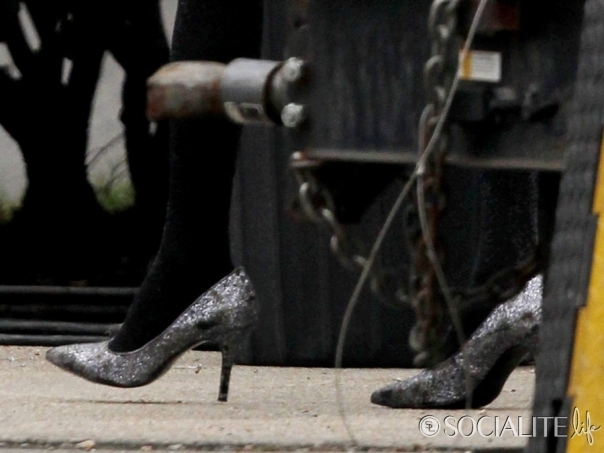 jared-leto-film-set-heels-12072012-02-900x675