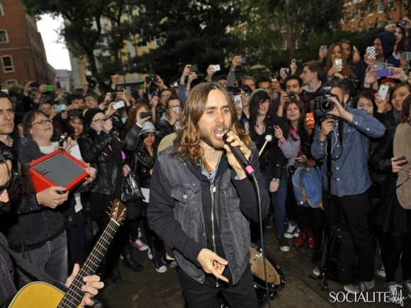 jared-leto-30-seconds-2-05302013-05-580x435