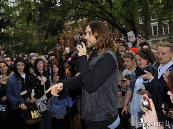 jared-leto-30-seconds-2-05302013-09-580x435