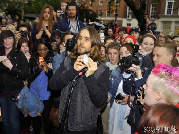 jared-leto-30-seconds-2-05302013-11-580x435